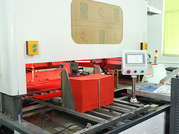 自动制作包装盒机